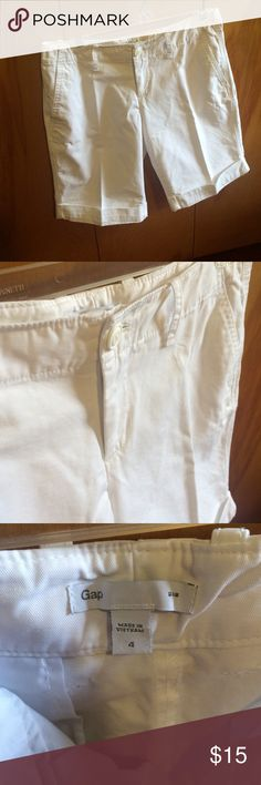 """GAP Bermuda Shorts Crisp white Bermuda shorts, size 4. Does not have pleats, they were folded that way in the drawer. No yellowing, stains or fading. Have two front pockets and one back pocket. Bottom of shorts are rolled up and sewed that way. Worn 5-6x and in mint condition! Flat waist measures approximately 15"""", Total length is 17.5"""", Inseam measures 10"""" and rise is 8"""". Gap Shorts Bermudas"""