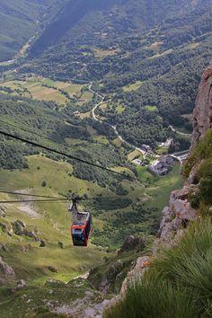 By Rafa Castillo. Teleférico de Fuente Dé, en Picos de Europa. #Cantabria #Spain #Travel
