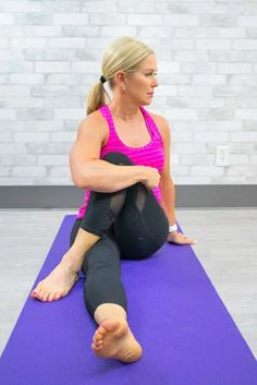8 Simple Sciatica Stretches To Relieve Pain Fast Yoga For Sciatica, Sciatica Stretches, Sciatica Pain Relief, Sciatic Nerve Exercises, Back Pain Exercises, Exercise To Reduce Waist, Nerve Pain, Yoga For Weight Loss, Beautiful Eyes