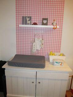Moderne roze, grijze meisjeskamer6