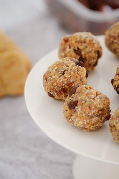 These Healthy Weet-Bix Balls with medjool dates, honey, coconut, chia seeds and sultanas are super easy to make and take only 10 minutes to prepare. Lunch Box Recipes, Baby Food Recipes, Baking Recipes, Healthy Cooking, Healthy Eating, Cooking Tips, Yummy Drinks, Yummy Food, Healthy Biscuits