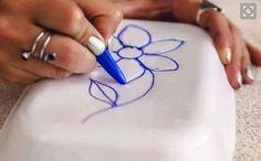 La linoleografia è una tecnica di stampa artistica di immagini e grafiche su carta, cartone o stoffa mediante l'uso di una matrice ricavata per incisione.