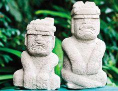 """Los olmecas pensaban ser descendientes de una mezcla entre jaguar, gran depredador de la selva y una mujer humana que dió nacimiento a una descendencia de """"hombres-jaguar"""", representados como niños jóvenes y adultos masculinos. Es por eso que el principal rasgo de sus esculturas olmecas de tipo ritual, es la llamada """"boca jaguarina"""" con las comisuras de los labios hacia abajo."""