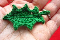 Holly I do not crochet too much anymore but have needed a good leaf pattern, this seems to fit the bill.I do not crochet too much anymore but have needed a good leaf pattern, this seems to fit the bill. Crochet Leaf Patterns, Crochet Leaves, Christmas Crochet Patterns, Knitted Flowers, Crochet Motifs, Holiday Crochet, Crochet Christmas Hats, Crochet Video, Love Crochet