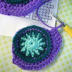 De creatieve wereld van Terray: Een oogjes update: het haken van de strips Peacock Pattern, Bunt, Crochet Baby, Crochet Earrings, Plaid, Embroidery, Blanket, Knitting, Crocheting