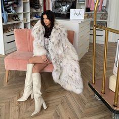 Fur Fashion, Womens Fashion, Fashion Tips, High Heel Boots, Heeled Boots, Fox Fur Coat, Fur Coats, White Fur, Sexy Boots
