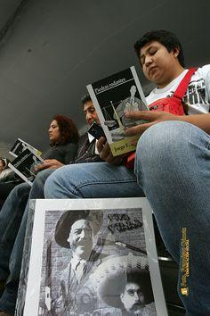 """Nezahualcóyotl, Méx. 26 Junio 2013. Otra de las características muy importantes  del el 1er Festival Nacional del Libro, """"Para Leer en Libertad"""", es el obsequio de miles de libros patrocinados por la actual administración municipal que encabeza Juan Zepeda Hernández."""