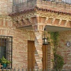 #frentesdecasascoloniales #casascolonialesinteriores Brick Cladding, Brick Facade, Brick Design, Exterior Design, Loft Interior, Brick Columns, Brick Works, Brick Art, Brick Construction