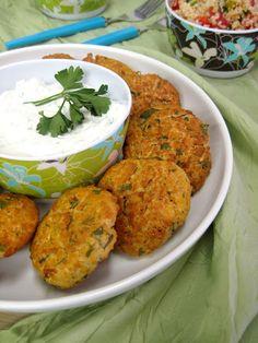 The one with all the tastes: Ρεβιθοκεφτέδες στο φούρνο με ντιπ γιαουρτιού και πλιγουροσαλάτα