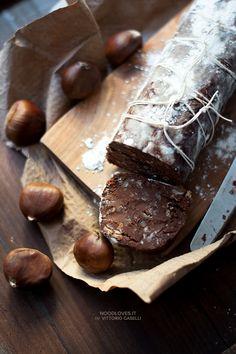 Chocolate salami with chestnuts, cocoa and gianduja. No butter, no eggs. Super yummy! ;) Here the recipe: http://noodloves.it/salame-di-cioccolato-castagne/