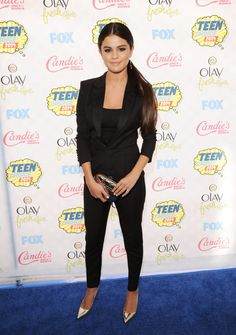 Pin for Later: You Don't Have to Be in High School to Spot Stars at the Teen Choice Awards Selena Gomez