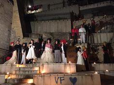 """Spettacolare vista del gruppo intero nella gradinata della città vecchia di Taranto per la comunicazione finale del laboratorio """"quella volta c'eravamo proprio tutti"""""""