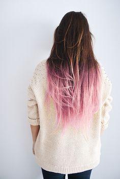 Castaño natural con puntas rosadas