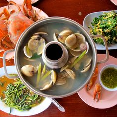 Steam Seafood, Fresh Seafood, Healthy Thai Recipes, Asian Recipes, Ethnic Recipes, Clam Recipes, Cooking Recipes, Lemongrass Recipes, Vegan