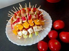 Koreczki, przekąski i przystawki. Imprezowe hity! - Blog z apetytem Caramel Apples, Sushi, Food And Drink, Fruit, Breakfast, Ethnic Recipes, Blog, Impreza, Recipes