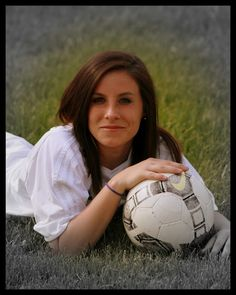 Tips And Tricks To Play A Great Game Of Football. Girl Senior Pictures, Senior Girls, Girl Photos, Team Photos, Sports Photos, Senior Sports Photography, Soccer Poses, Senior Portrait Poses, Senior Posing