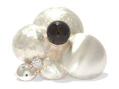 Elegance: Silver, structure, smokey quarts, white saphire / Zilver, structuur, rookkwarts, witte saffier