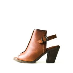 Sandals | Product Categories | Sole Mates Inc