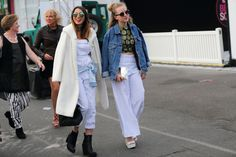 The street style stars were out in full force this week for VAMFF Cool Street Fashion, Street Style, Melbourne Fashion, Star Fashion, Fashion Trends, White Jeans, Duster Coat, Chic, Pants
