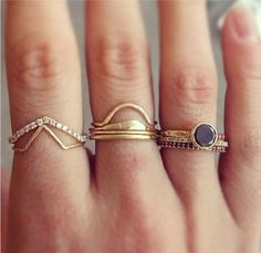 i usually don't like a lot of rings but here i like it a lot, really nice, so simple Our style inspiration for our #minimalistjewelry #minimalistjewellery #minimalist #jewellery #jewelry #jewelleries #jewelries #minimalistaccessories #bangles #brace