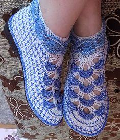 New Crochet Shoes Vintage 43 Ideas Crochet Sandals, Crochet Boots, Crochet Slippers, Crochet Slipper Pattern, Crochet Headband Pattern, Crochet Scarf Easy, Crochet Ripple, Knit Shoes, Shoe Pattern