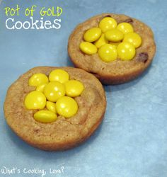 Pot of gold cookies!  Would love to do these for St. Patrick's day with chocolate cookie dough.  Chocolate cookie pot o' reese's pieces = yum