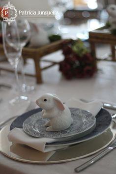 Decoração de Páscoa por Patricia Junqueira {Home, Receber & Baby} para Receber Bem! www.patriciajunqueira.com.br  #Decor #Eventos #Festa #Coelhinho #Páscoa #home #Arranjo Floral #Azul
