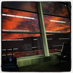 #indianapolissky #sunset #sky #indianapolis #indiana #USA #airport #airportwaiting #1hourdelayed