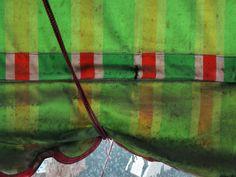 china--hong-kong--kowloon--daytime--street--still-life--green-red--2015-04-25