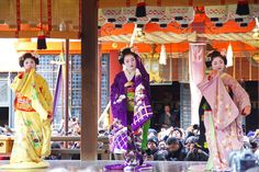 Setsubun 2016 with…The trio of Gion Kobu; maiko Kiyono of Fukushima okiya, maiko Chiyoko in the famous snow kimono of Nishimura okiya and the maiko Katsue of Odamoto okiya. (Source)