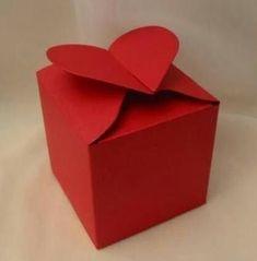 Készítsd saját kézzel ajándékdobozt az ajándékaidnak. Ez még személyesebbé teszi az ünnepet, izgalmasabbá a csomagbontást.