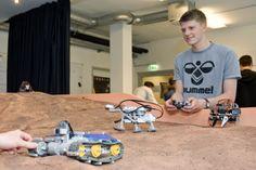 Im DLR_School_Lab wurden beim Weltretter-Tag 2013 Mars-Rover ausprobiert