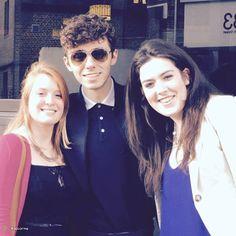 Nathan com fãs durante sua radio tour na Inglaterra. https://instagram.com/p/3SN0KZxX9_/  (29 mai.)
