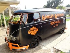 Fun Harley-Davidson graphics on great VW bus Volkswagen Touran, Volkswagen Transporter, Vw T1, Harley Bikes, Harley Davidson Motorcycles, Heritage Softail, T1 Samba, Combi Split, Combi Wv