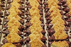 Guildo Horns Nussecken, ein beliebtes Rezept aus der Kategorie Kekse & Plätzche… Guildo Horns Nussecken, a popular recipe from the category biscuits & cookies. Dutch Recipes, Irish Recipes, Baking Recipes, Cookie Recipes, Dessert Recipes, Biscuit Cookies, Cake Cookies, Biscuits, Oreo Desserts