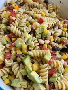 Discover recipes, home ideas, style inspiration and other ideas to try. Greek Pasta, Pasta Salad Italian, Italian Dressing Recipes, Spiral Pasta, Cowboy Caviar, Easy Pasta Salad Recipe, Sweet Bell Peppers, Cold Pasta, Salad With Sweet Potato