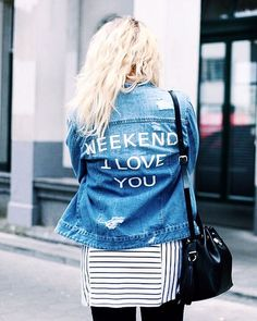 Pin for Later: 15 Façons In-jean-ieuses de Personnaliser Votre Veste en Jean Slogan