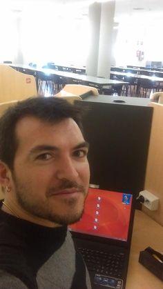 @Tonijuradougeda estudiando en la biblioteca. #selfiuned Pageants, Studying, Teachers, Reading