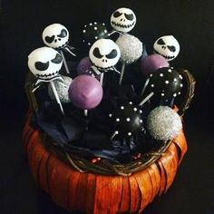 Nightmare Before Christmas cake pops halloween cakepops ideas Halloween Desserts, Postres Halloween, Halloween Cake Pops, Easy Halloween, Halloween Treats, Halloween Party, Halloween Foods, Halloween Witches, Halloween Decorations