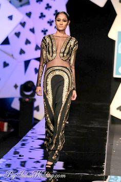 Pankaj & Nidhi Wills Lifestyle India Fashion Week 2014 - Cocktail Wear - Bigindianwedding India Fashion Week, 70s Fashion, Couture Fashion, Indian Fashion, Fashion Models, High Fashion, Wills Lifestyle, Lifestyle Fashion, Cocktail Wear