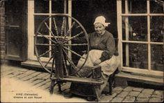 Postcard Vire Calvados, vue générale d'une Viroise et son Rouet