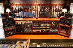 A gennaio un nuovo workshop con Michael Wagener: ecco come partecipare Music Recording Studio, Audio Studio, Music Studio Room, Recording Studio Design, Sound Studio, Studio Setup, Studio Ideas, Music Rooms, Guitar Room