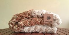 Manta PearlKnittera, próximamente disponible en nuestra shop.