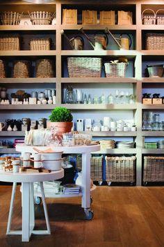 Miriam Fanning and Felicity Watts of Mim Design - The Design Files Stylish Kitchen, Open Kitchen, Kitchen Pantry, Kitchen Storage, Kitchen Dining, Open Pantry, Kitchen Shop, Kitchen Shelves, Storage Room