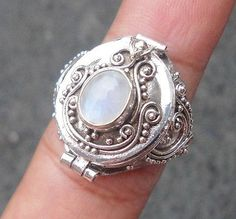 925 Sterling Silver-Rainbow Moonstone Sz 7 in Poison Locket Ring Balinese Style