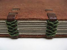 Sewn-Board Structures by Lili Hall Handmade Journals, Handmade Books, Handmade Crafts, Handmade Rugs, Journal Paper, Book Journal, Bookbinding Tutorial, Bookbinding Ideas, Mini Albums