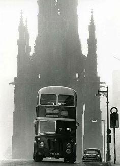 Scotland, Edinburgh, By Robert Blomfield. Old Town Edinburgh, Edinburgh Scotland, Scotland Travel, Scotland Trip, Old Photography, Street Photography, Travel Photography, Old Pictures, Old Photos