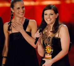 It looks like Dixie Chicks' Natalie Maines is ready to make nice as she accepts one of four awards at the 49th GRAMMYs in 2007