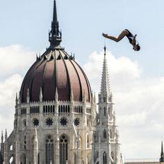 A nap fotója: A toronyugrók a Parlament tetejéről ugranak a mélybe | Librarius