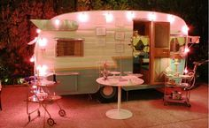 We Love Retro Caravans : cherishmareevintage --- pp: ~ lights add so much to this little camper ~ Vintage Campers, Camping Vintage, Vintage Rv, Retro Campers, Vintage Caravans, Vintage Travel Trailers, Happy Campers, Vintage Food, Cupcake Vintage